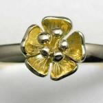 18 carat gold flower ring
