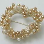 Frill pearl heart brooch