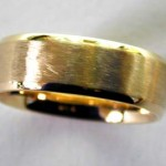Hammered, bevelled, frosted and polished HWT ring